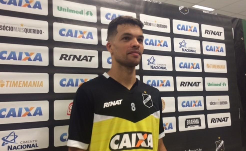 Volante elogiou o trabalho do técnico  (Foto: Leonardo Erys/GloboEsporte.com)