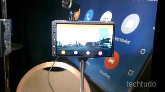 Aparelho compatível com Android e iPhone transforma carros em veículos smart