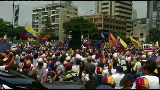 Manifestantes contra e pró Maduro vão às ruas na Venezuela