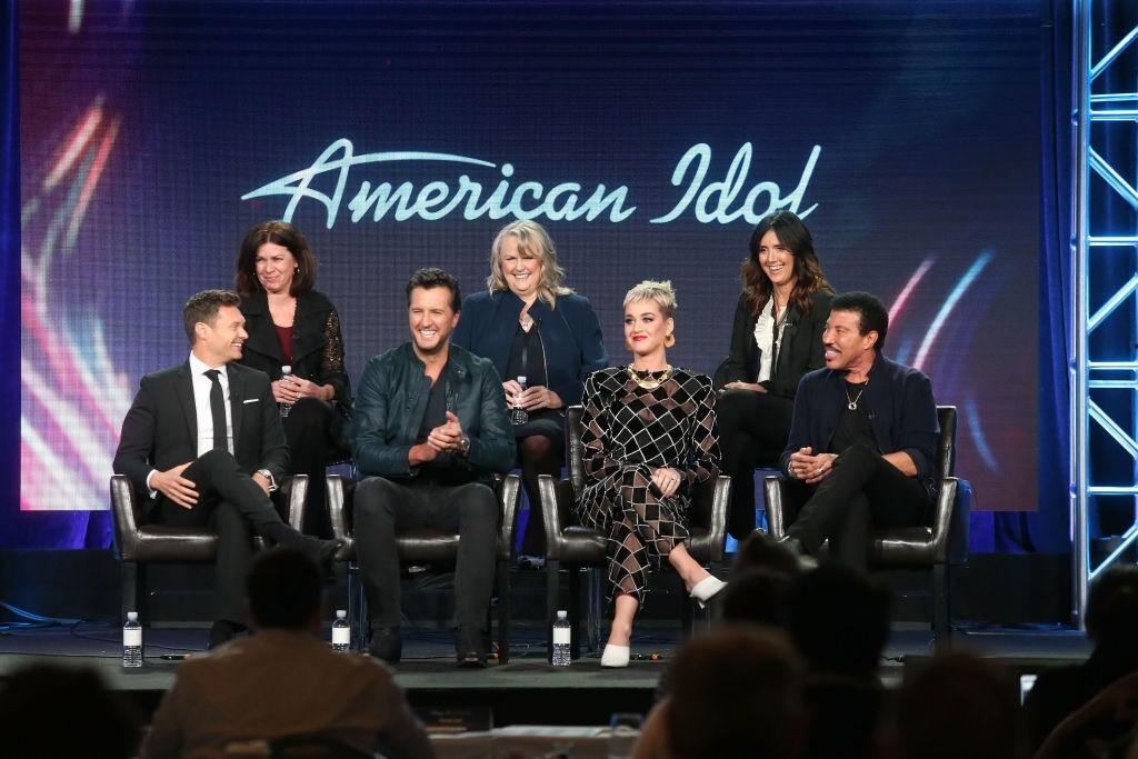 O apresentador com Katy Perry e mais nomes da nova temporada de 'American Idol', também liderada por Seacrest (Foto: Getty Images)