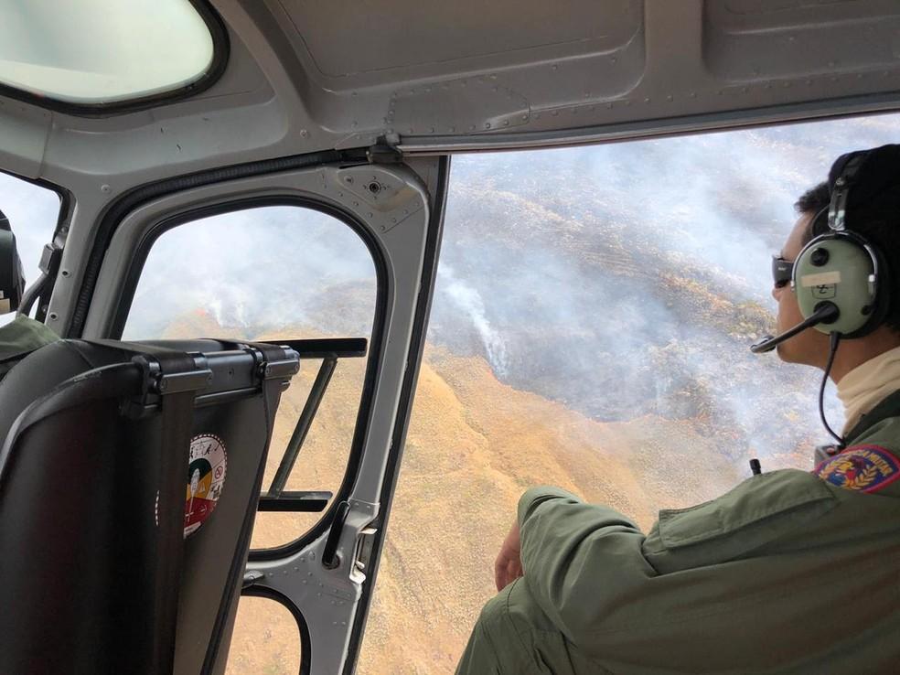 Fogo ainda não foi contido na Serra da Canastra  — Foto: Corpo de Bombeiros/Divulgação