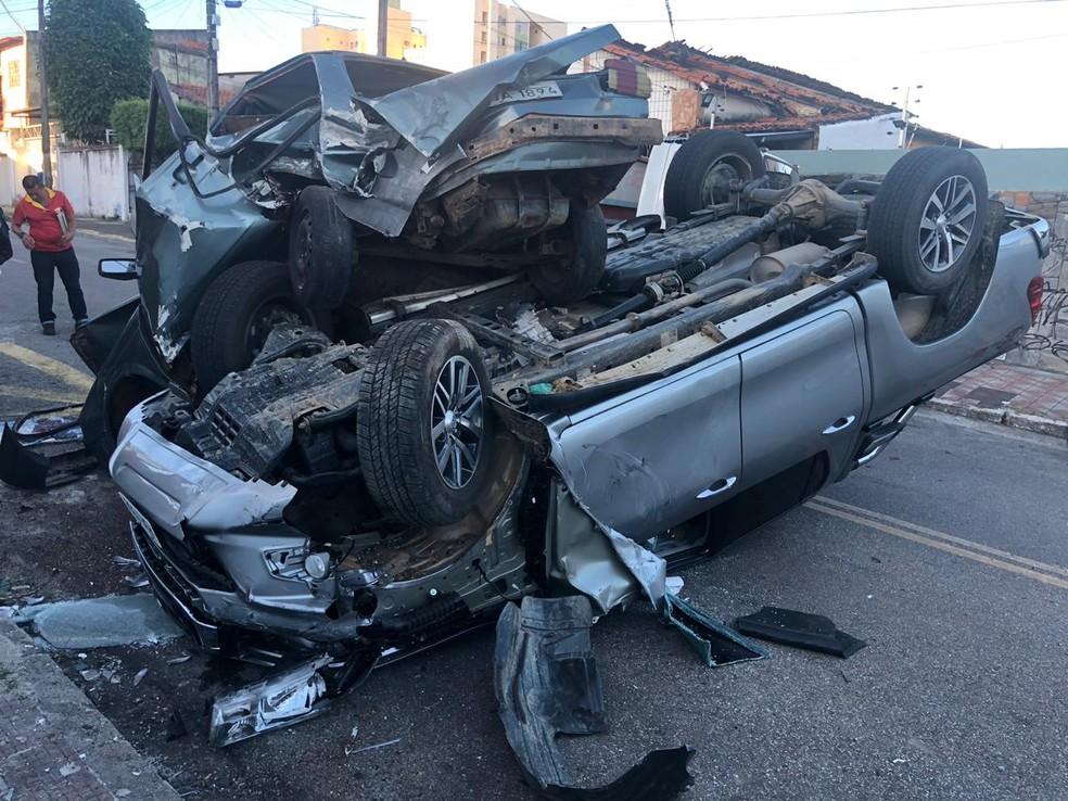 Acidente envolvendo três carros no Bairro de Fátima, em Fortaleza. — Foto: Licurgo Junior/Arquivo Pessoal