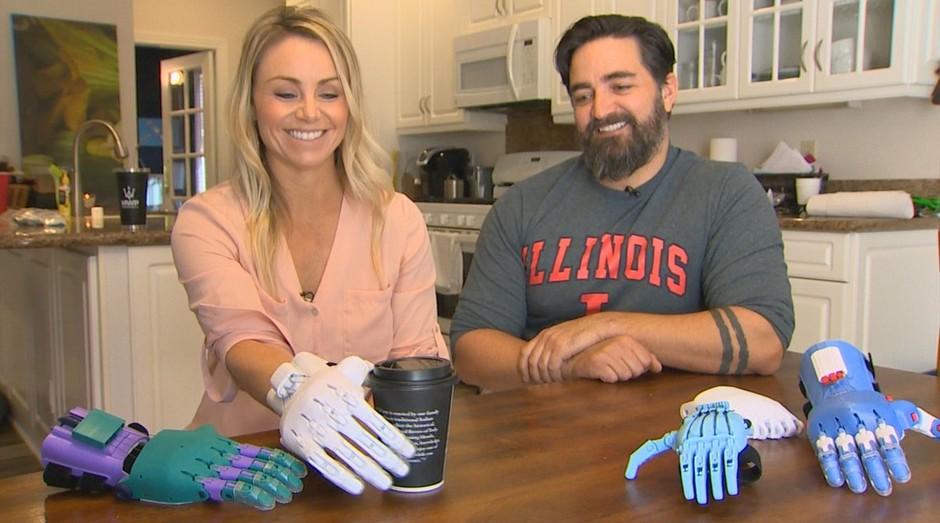 Casal cria próteses com plástico retirado do oceano (Foto: Reprodução)