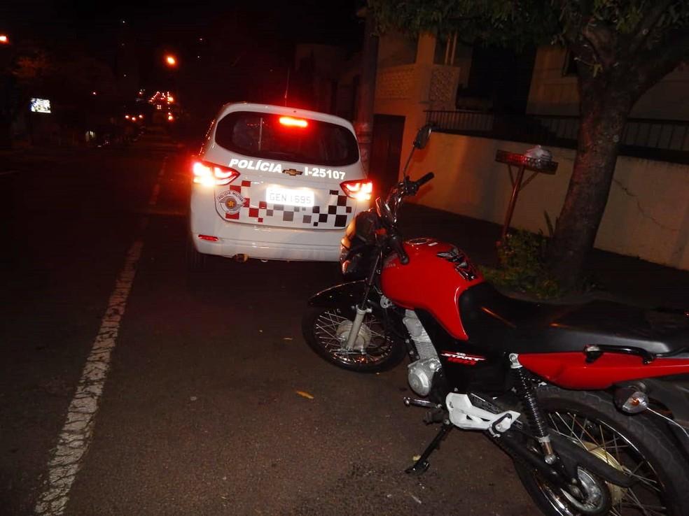 Criança foi atropelada por moto no Centro de Dracena — Foto: Jornal Boletim da Hora