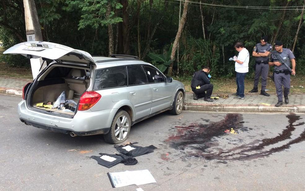 Local onde criminosos foram mortos após tentativa de assalto a bancos de Guararema, em São Paulo — Foto: Giba Bergamin/TV Globo