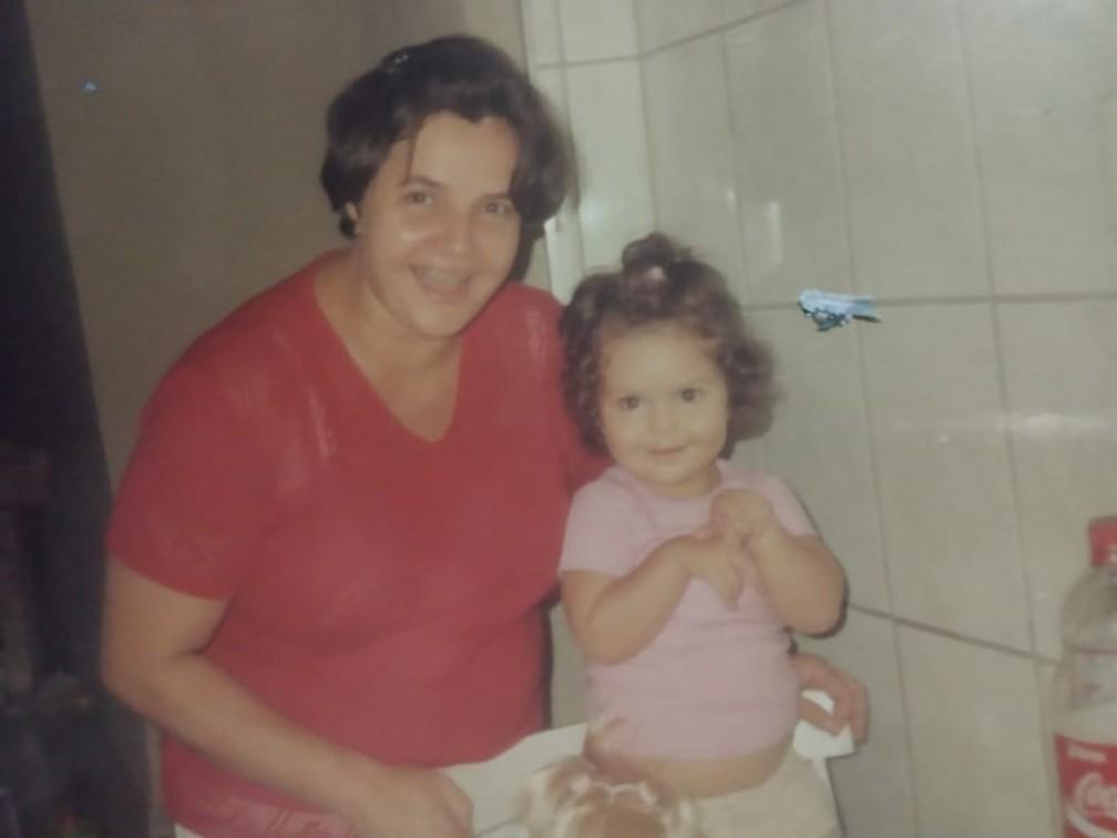 Bruna perdeu a mãe de 47 anos para a Covid-19 em abril de 2021 — Foto: Arquivo Pessoal