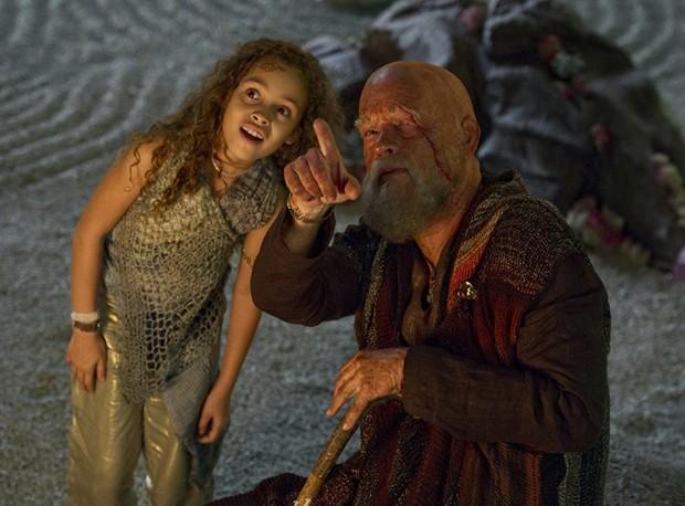 Mya-Lecia Naylor e Tom Hanks em cena do filme A Viagem (2012) (Foto: Jay Maidment)