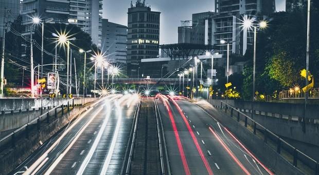 car sharing - compartilhamento de carros - carro - estrada - movimento - progresso - futuro - mobilidade - cidades - inteligentes - cidade - solução - rodovia (Foto: Pexels)