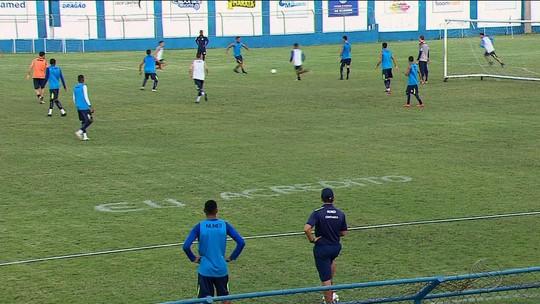 """Para voltar a vencer no Brasileiro, Léo Ceará quer time jogando """"mais que 100%"""""""