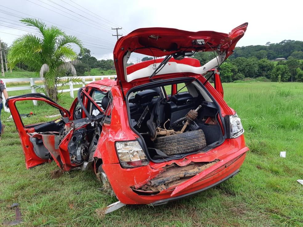 Capotamento aconteceu na manhã desta sexta-feira (15) — Foto: PRF/Divulgação