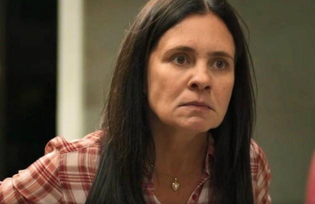 Para evitar que Lurdes revel tudo, Thelma (Adriana Esteves) sequestrará a amiga, que será mantida em cativeiro (Foto: TV Globo)