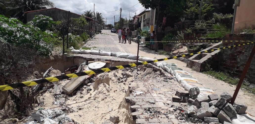 Calçamento cede e abre buraco em rua na Zona Norte de Natal - Noticias