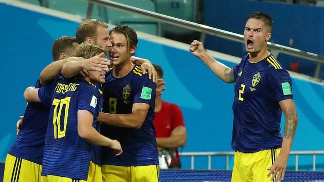 Suecos vibram com o primeiro gol da partida