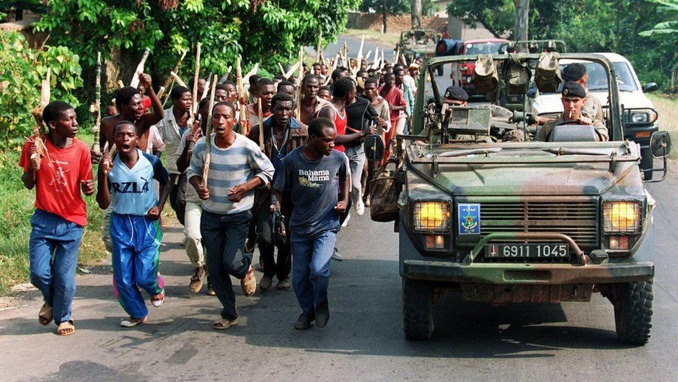 Milícia hutu no início dos anos 1990 — Foto: AFP