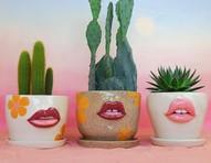 Artista cria vasos com bocas e mensagem de empoderamento feminino