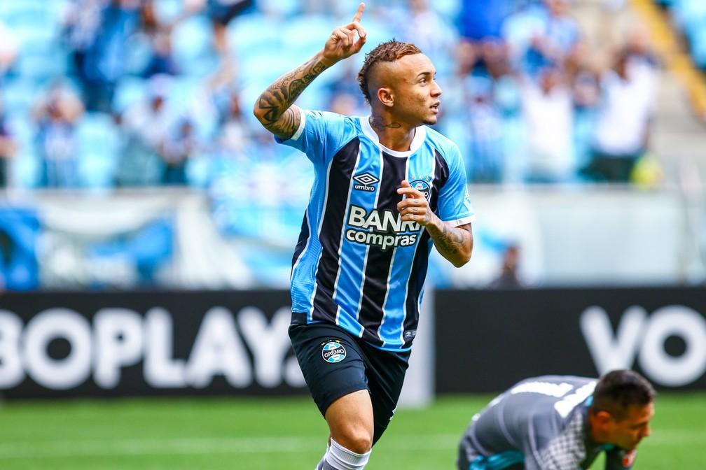 Everton fez dois gols em três minutos em campo (Foto: Lucas Uebel/Grêmio)