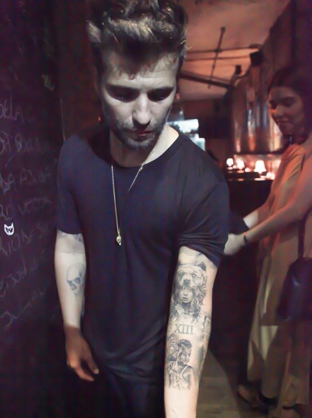 Bruno Gagliasso mostra tatuagem em homenagem para a filha (Foto: Marcos Ribas/BrazilNews)