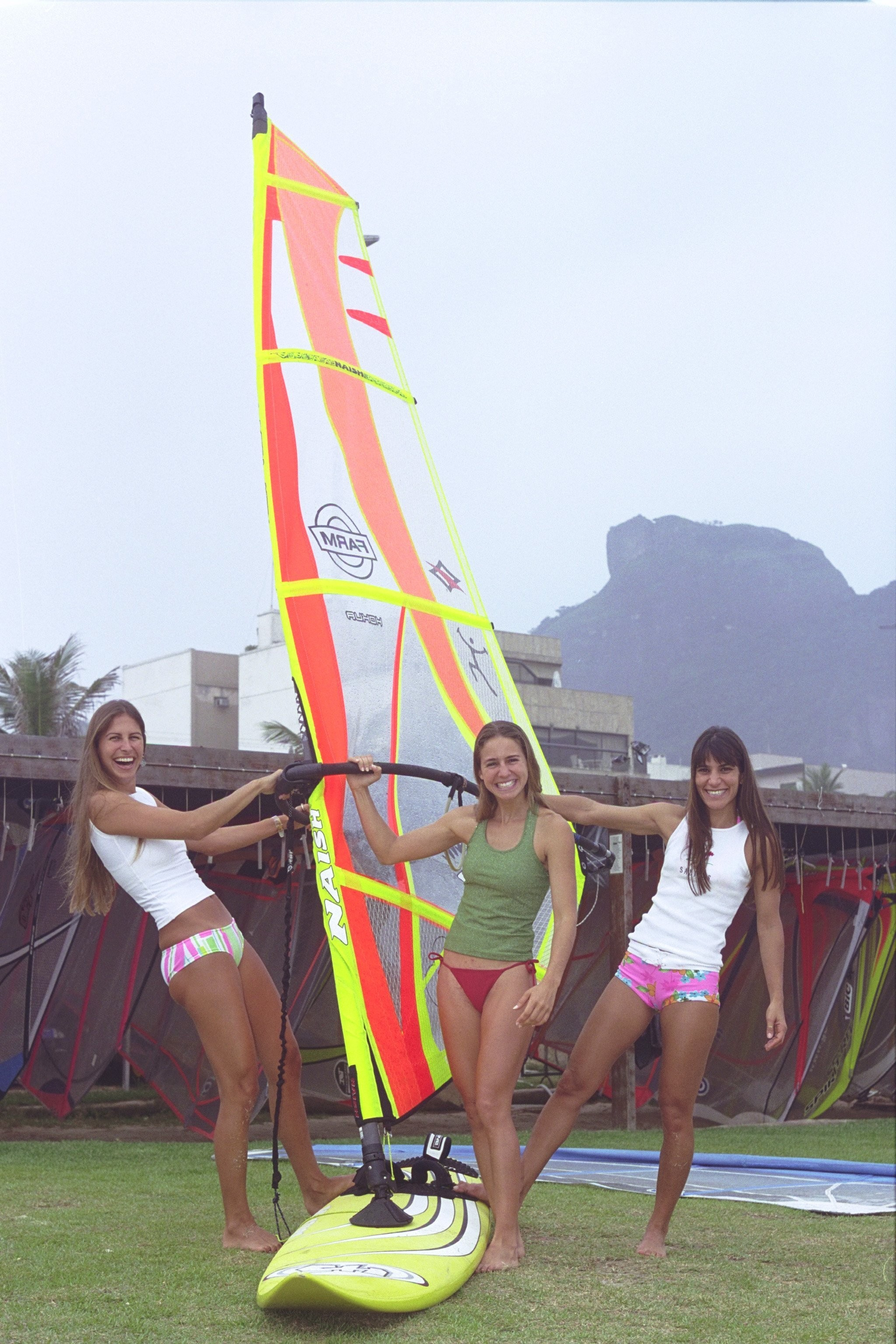 Rosália, com as amigas do windsurfe