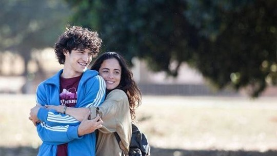 Gabriel Leone é protagonista do filme 'Eduardo e Mônica' e exalta: 'Privilégio dar vida ao personagem que saiu da cabeça do Renato'