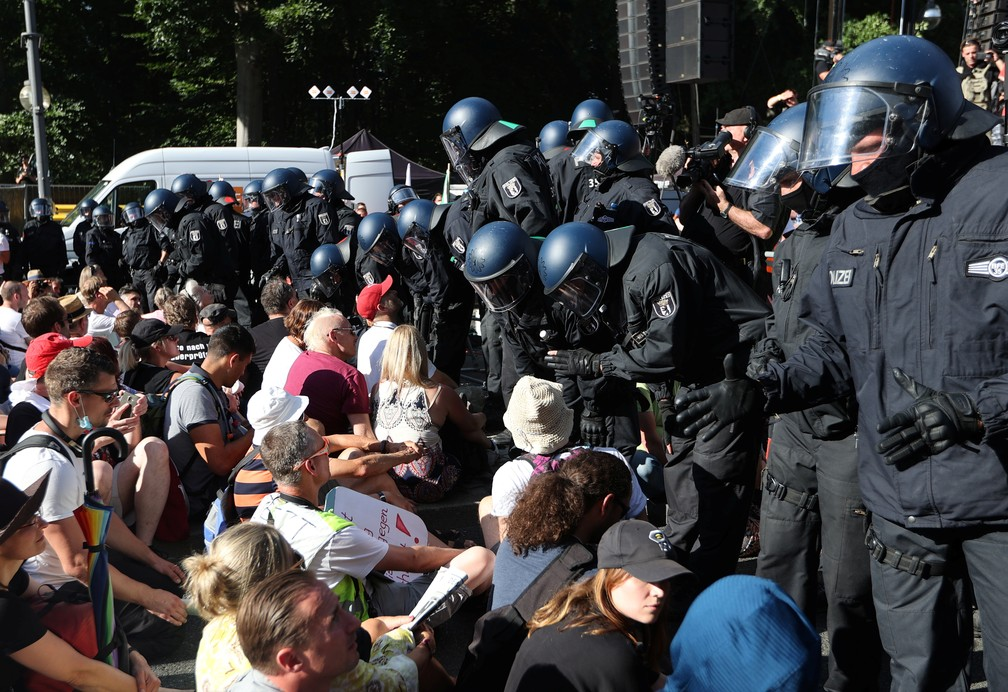 Manifestação contra as restrições do governo em meio à pandemia da Covid-19, em Berlim, na Alemanha — Foto: Reuters/Fabrizio Bensch