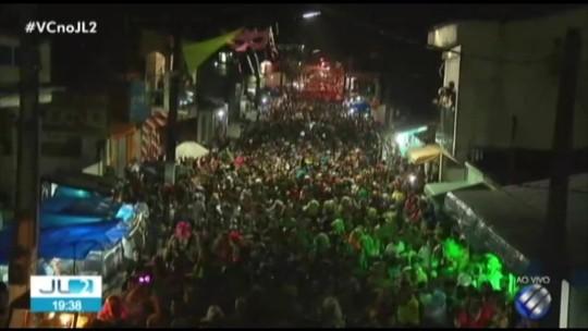 Blocos 'Virgienses' e 'Cabrasurdos' levam multidão para curtir o carnaval de Vigia, no Pará