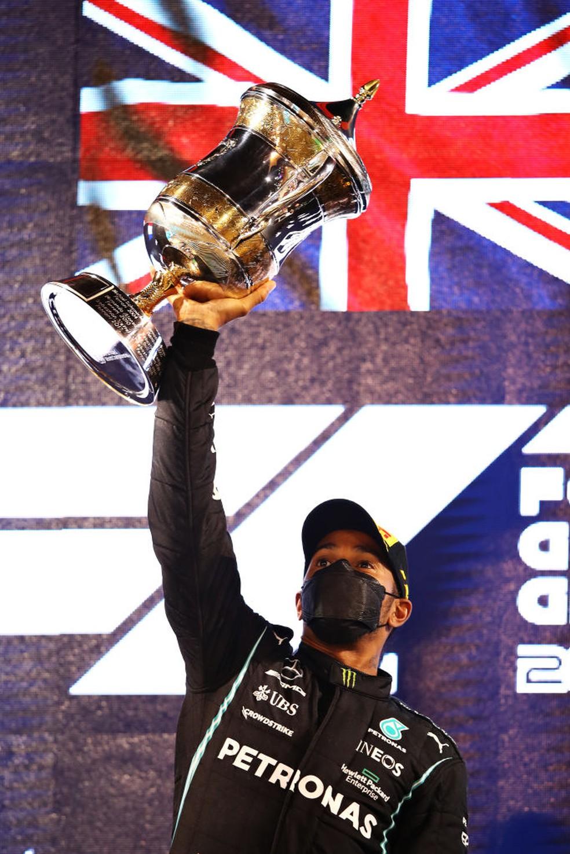 Lewis Hamilton vence o GP do Bahrein — Foto: Mark Thompson / Getty Images
