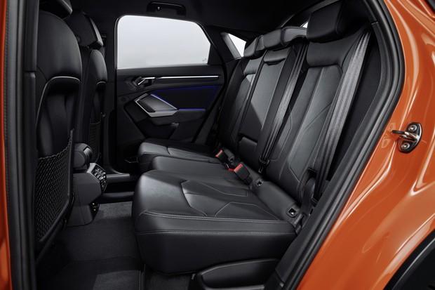 A fim de aumentar o espaço do porta-malas, os assentos traseiros são motados sobre trilhosque variam em até 13 cm (Foto: Divulgação)
