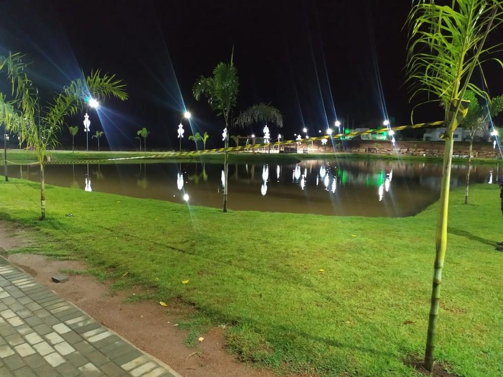 Lago Municipal no Centro de Novo Mundo (MT) foi isolado pela políca — Foto: Divulgação