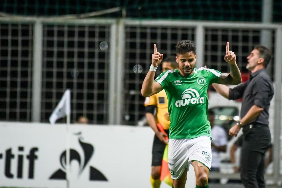 Henrique Almeida atua na Chapecoense — Foto: GLEDSTON TAVARES/FRAMEPHOTO/ESTADÃO CONTEÚDO