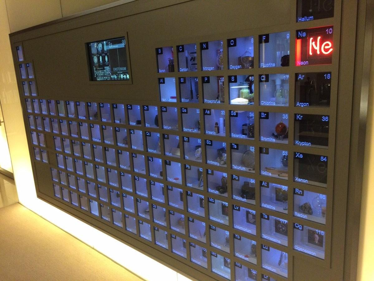 """Parede periódica"" no escritório de Bill Gates (Foto: Reddit)"