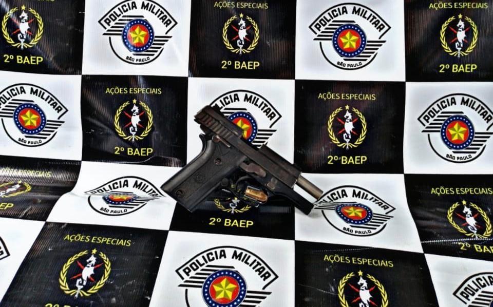 PM prende duas pessoas por porte ilegal de arma de fogo no interior de SP