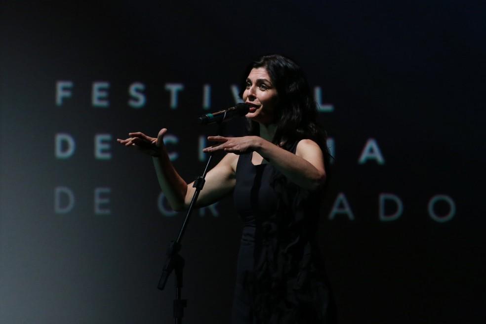 Soledad Villamil se apresenta na cerimônia de premiação do Festival de Cinema de Gramado (Foto: Edison Vara / Pressphoto)