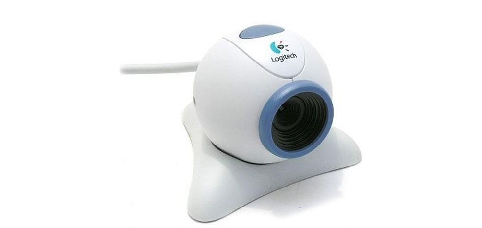 Webcam era um acessório comum no topo dos monitores CRT dos anos 2000 (Foto: Divulgação/Logitech)