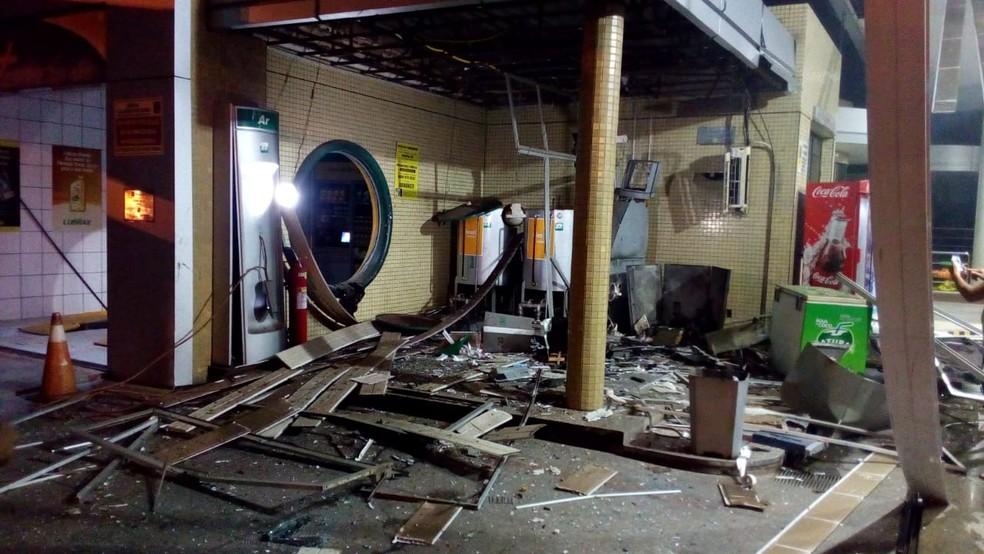 Caixa eletrônico em posto de gasolina de Floriano foi alvo de assaltantes — Foto: Divulgação/ Polícia Militar