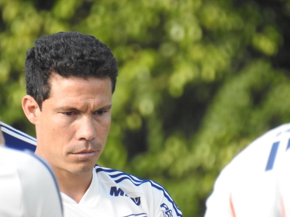 Hernanes durante treino do São Paulo — Foto: Marcelo Hazan