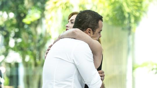 Na despedida do 'Vídeo Show' na TV, Sophia Abrahão e Joaquim Lopes se emocionam