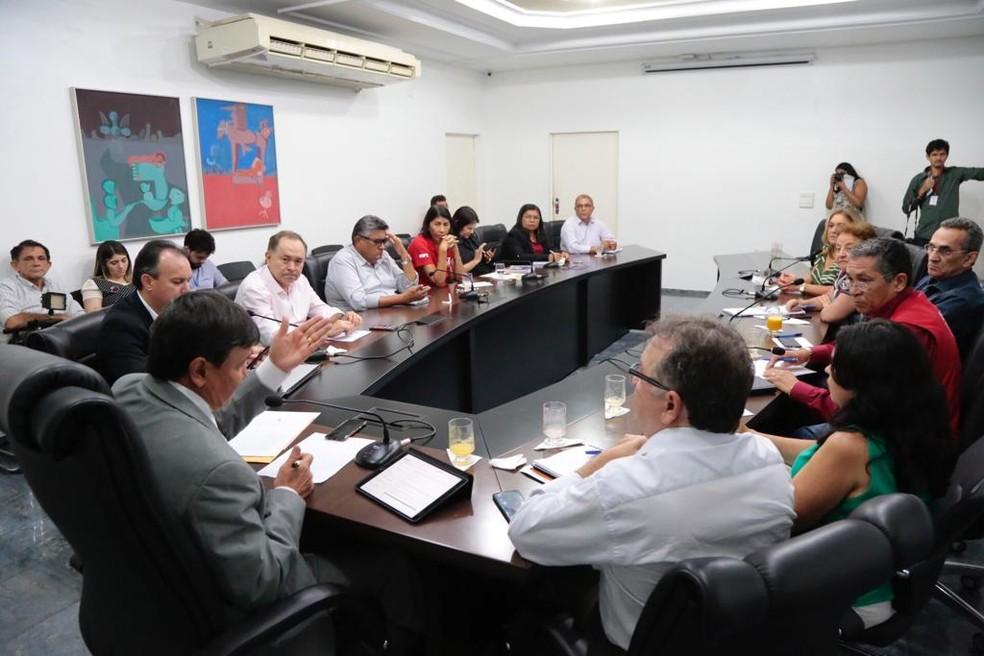Governador se reuniu com representantes das categorias — Foto: Divulgação/CCOM