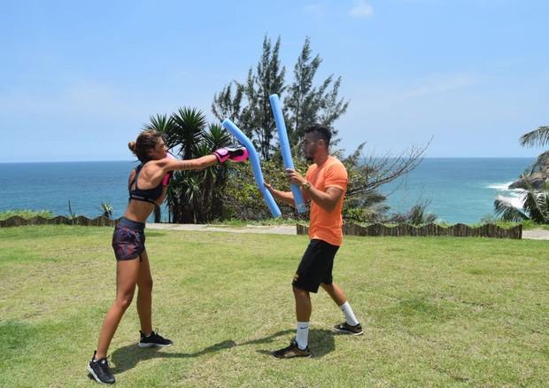 Personal trainer entrega o treino de Mariana Goldfarb (Foto: Arquivo Pessoal)