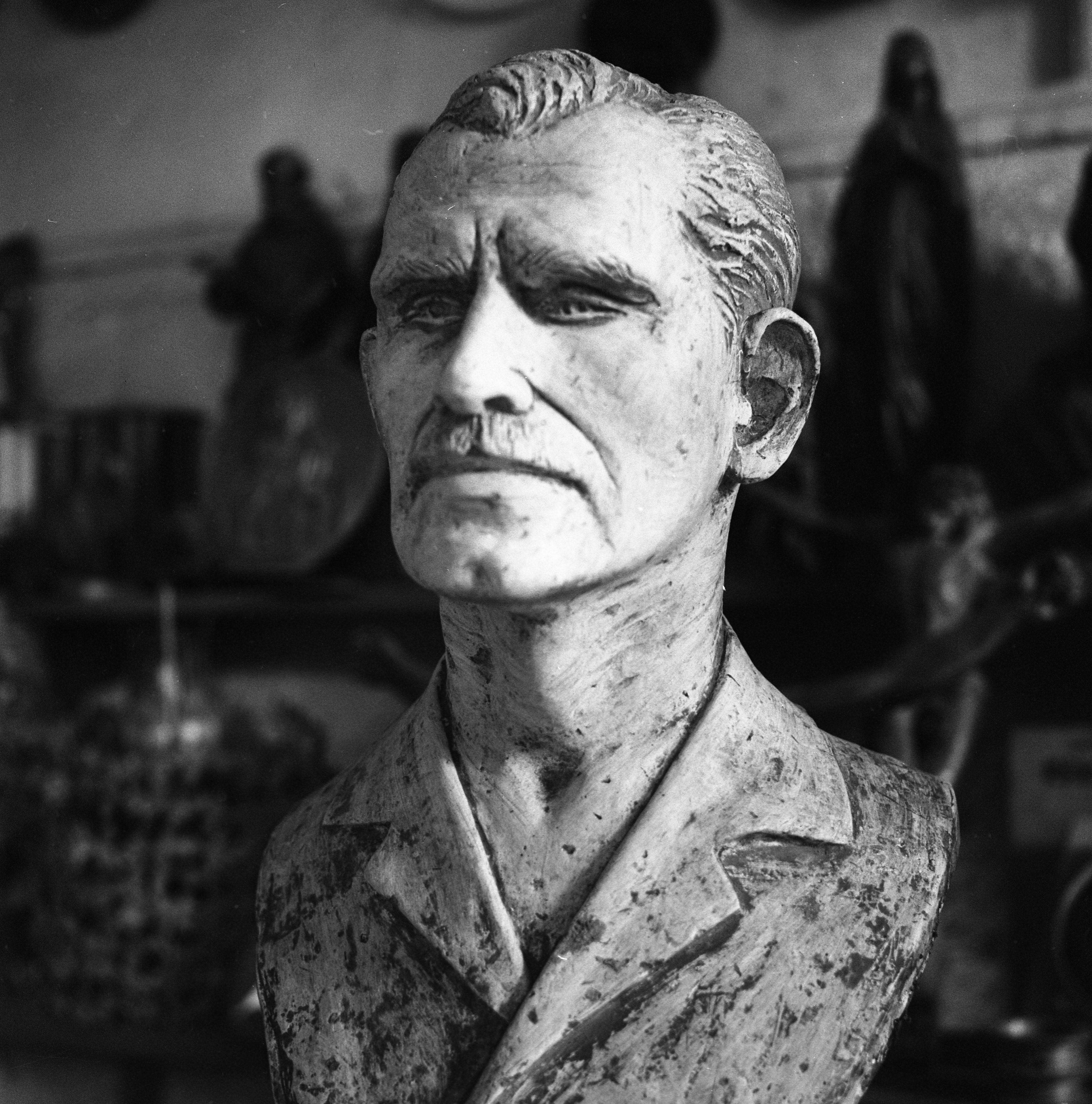 Busto em homenagem ao detetive Milton Le Cocq, morto por Cara de Cavalo num tiroteio