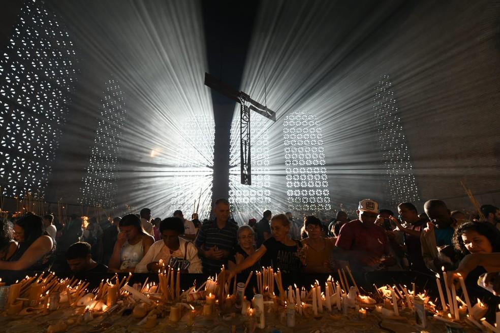 Fieis lotaram Sala das Velas no Santuário Nacional; registro mostra cena antes da pandemia — Foto: Thiago Leon/Santuário Nacional de Aparecida