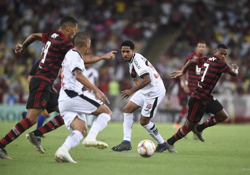Análise: garotos do Flamengo se aproximam de ideia de jogo do Mister em vitória no clássico