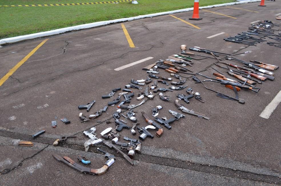 Armas foram apreendidas no Acre, Amazonas e Humaitá (AM)  (Foto: Hosana Morais/G1)