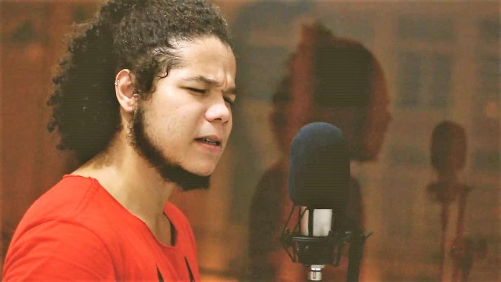 Escritor recifense Gleison Luiz Nascimento — Foto: Assessoria/Divulgação