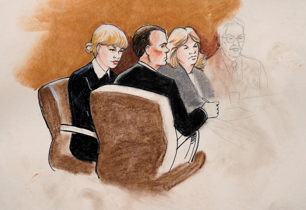 Uma ilustração de Taylor Swift e seus advogados na Corte Federal de Denver, nos EUA, durante o julgamento da cantora contra o apresentador de rádio David Mueller, a quem acusou de tê-la tocado de forma inadequada em um encontro em 2013  (Foto: Jeff Kandyba/Reuters)