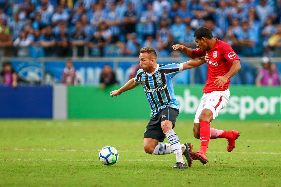 Arthur sentiu problema na coxa direita durante Gre-Nal (Foto: Lucas Uebel / Grêmio / Divulgação)