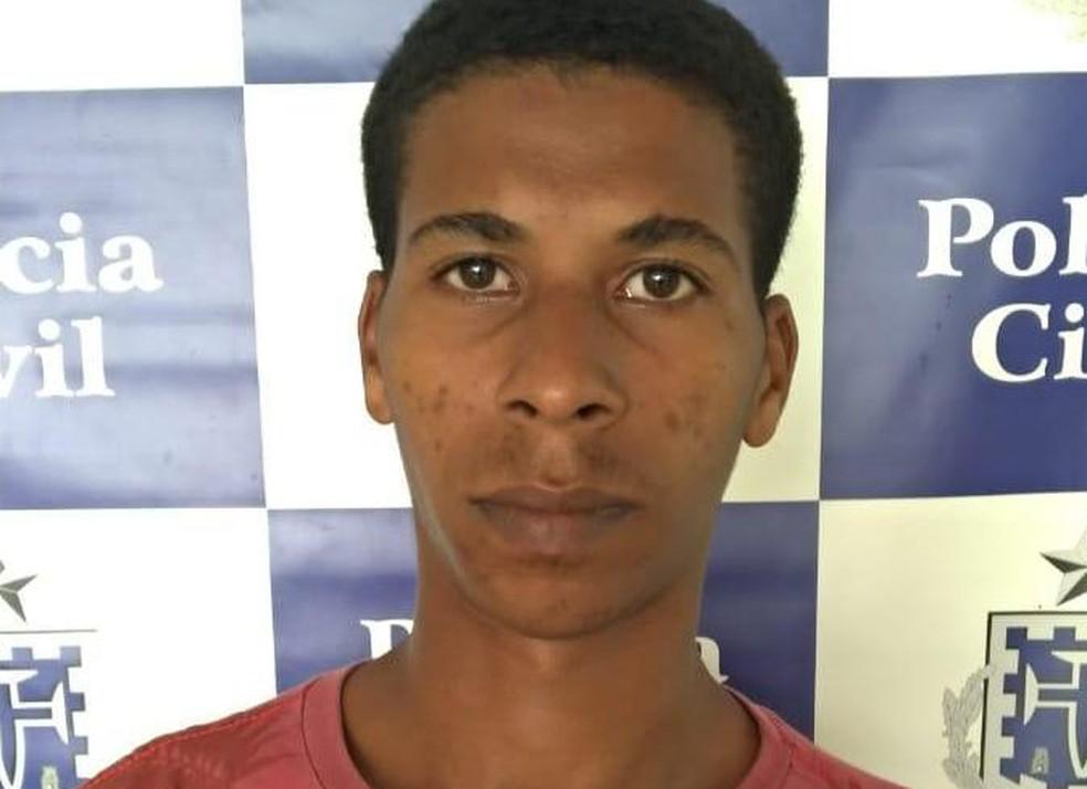 Homem foi preso em flagrante — Foto: Divulgação/Polícia Civil
