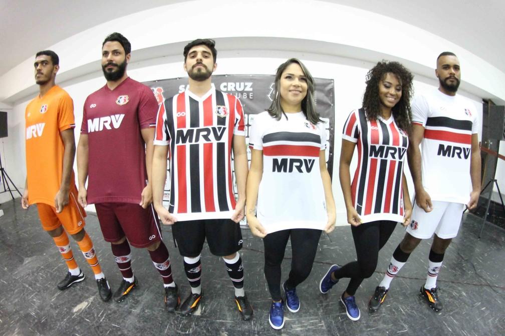 251e967b7e ... Camisas do Santa Cruz foram apresentadas nesta sexta-feira — Foto   Marlon Costa