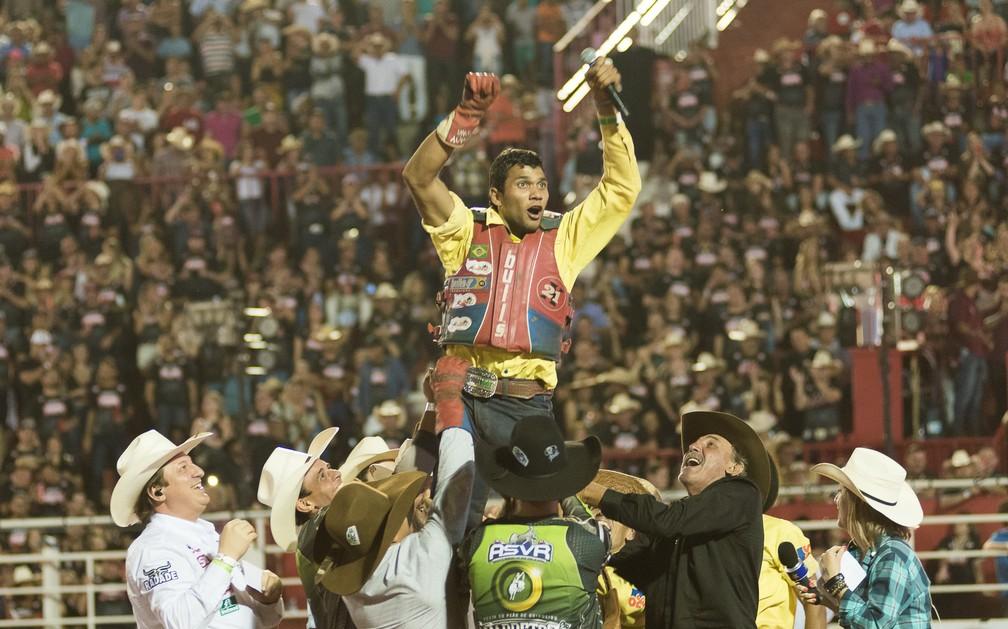 Alisson de Souza é o campeão do Rodeio Internacional de Barretos 2017 (Foto: Érico Andrade/G1)