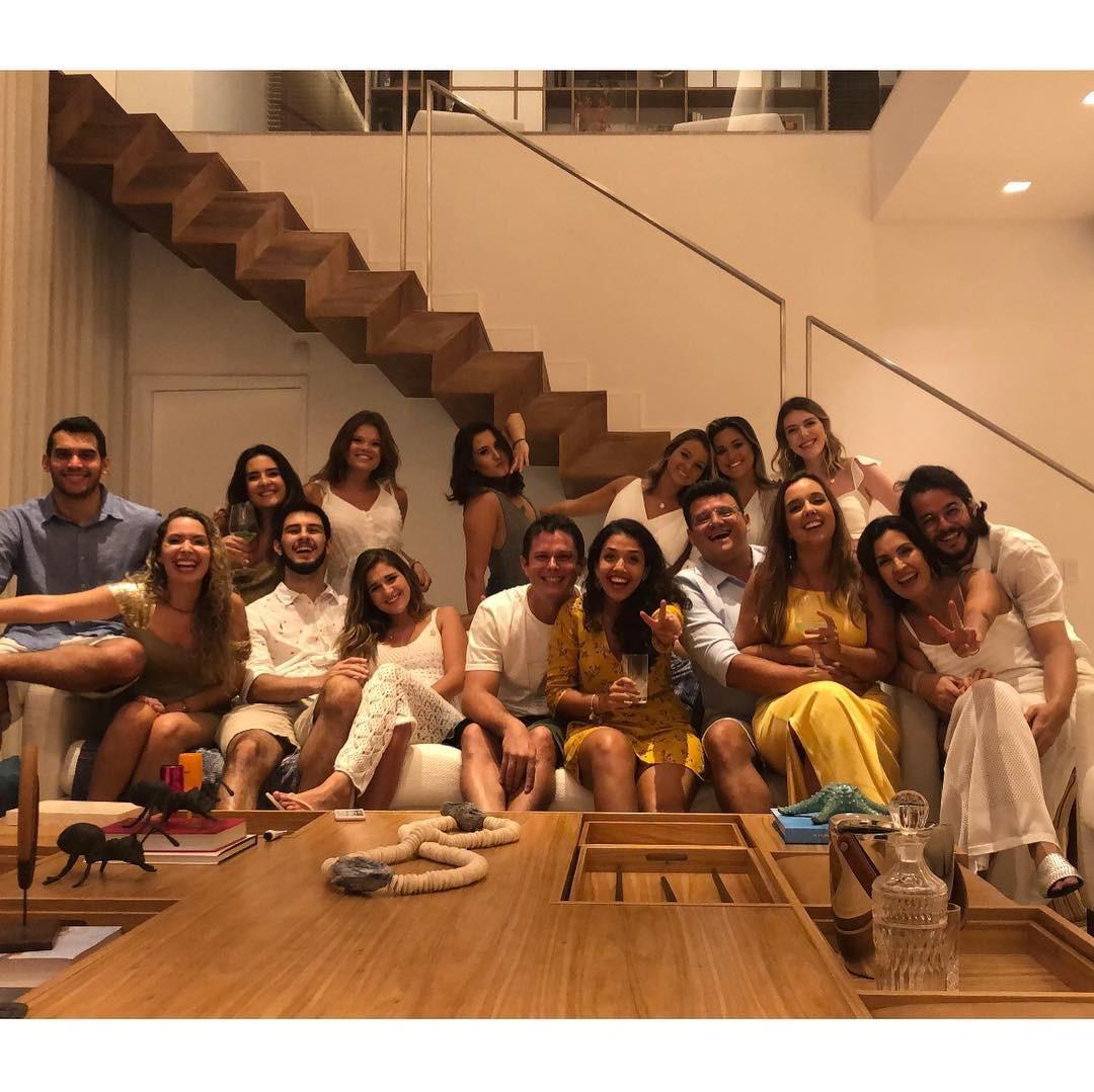 Fátima Bernardes abre álbum de fotos de réveillon com namorado e filhos  (Foto: Reprodução)