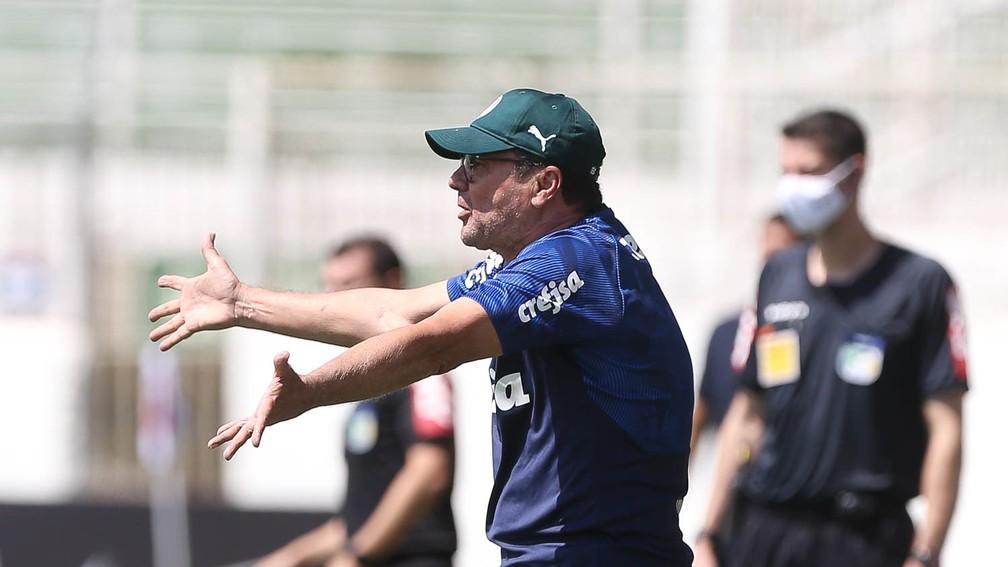 Vanderlei Luxemburgo durante a partida contra o Bragantino, pelo Brasileirão, no último domingo — Foto: César Greco/Ag. Palmeiras